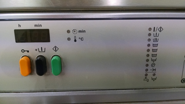 A French laundromat washing machine...quite incomprehensible.